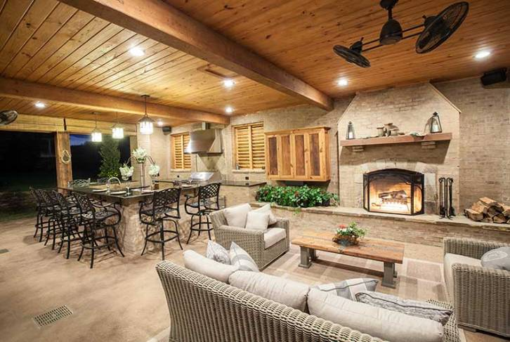 Outdoor patio, kitchen and fireplace