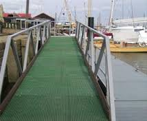 Anti-slip boat dock